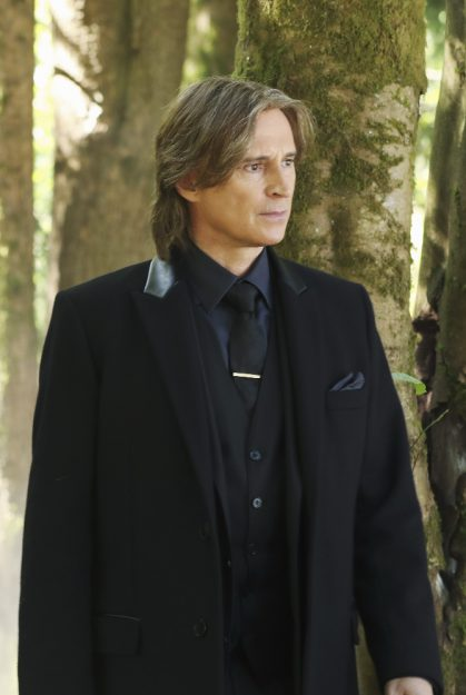 """ONCE UPON A TIME - """"The Savior"""" - As """"Once Upon a Time"""" returns to ABC for its sixth season, SUNDAY, SEPTEMBER 25 (8:00-9:00 p.m. EDT), on the ABC Television Network, so does its classic villain-the Evil Queen. (ABC/Jack Rowand) ROBERT CARLYLE"""